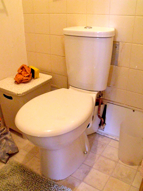 NEW UP TO DATE TOILET WITH INTERNAL OVERFLOW